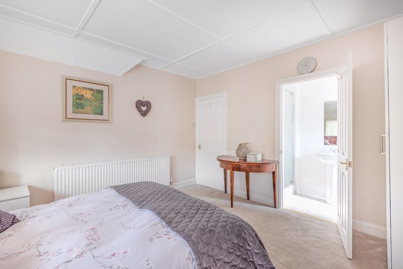 5 bedroom detached house For Sale in Sutton - Photo 7.