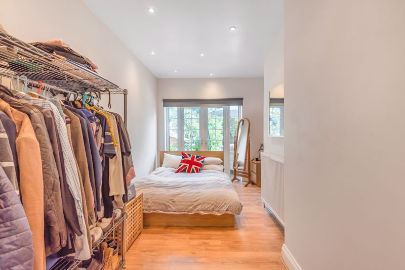 5 bedroom detached house For Sale in Sutton - Photo 8.