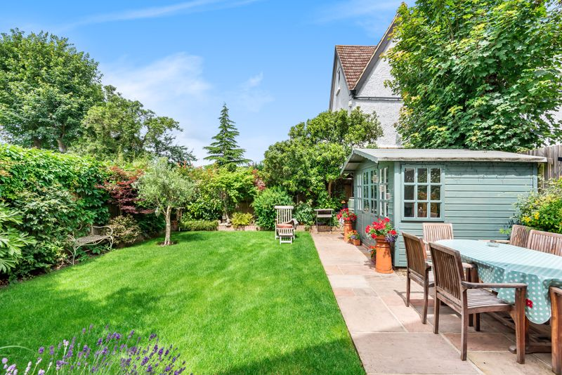 5 bedroom semi detached house SSTC in Carshalton Beeches - Photo 10.