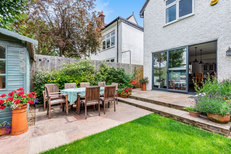 5 bedroom semi detached house SSTC in Carshalton Beeches - Photo 19.