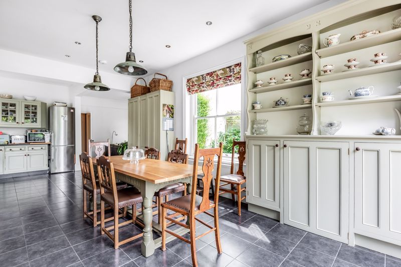5 bedroom semi detached house SSTC in Carshalton Beeches - Photo 4.