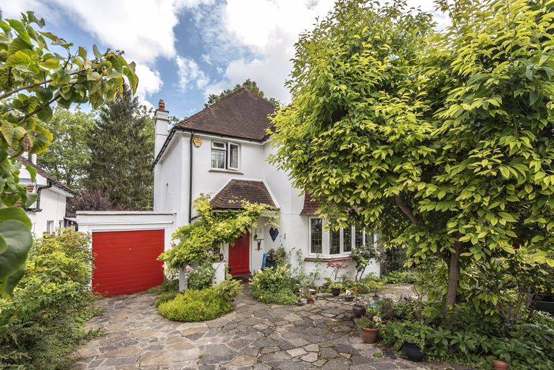 4 bedroom detached house SSTC in South Sutton - Photo 1.