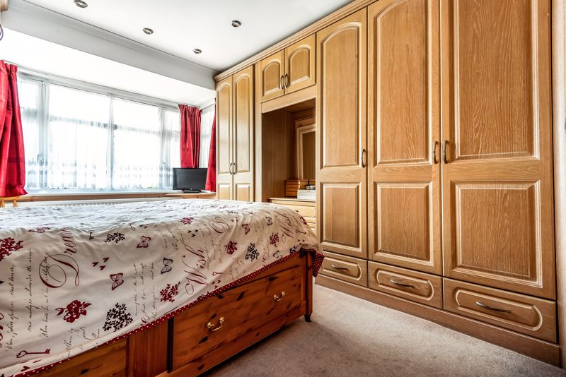 4 bedroom semi detached house SSTC in Carshalton Beeches - Photo 13.