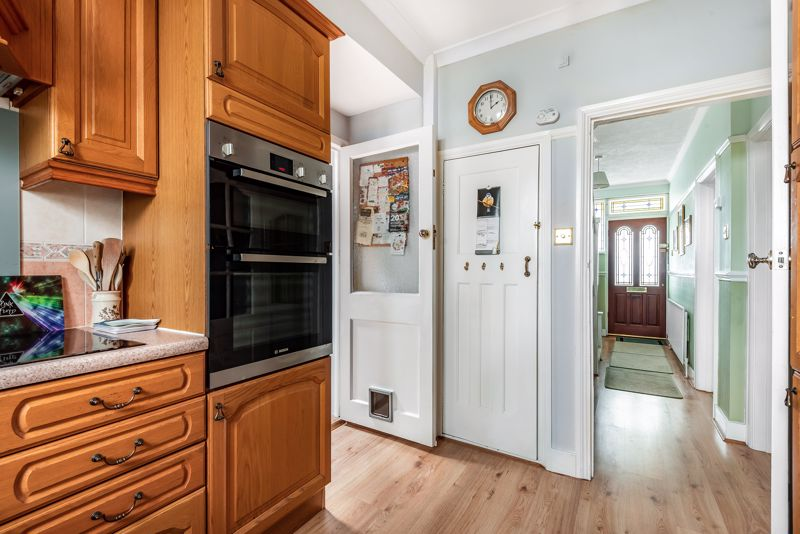 4 bedroom semi detached house SSTC in Carshalton Beeches - Photo 16.