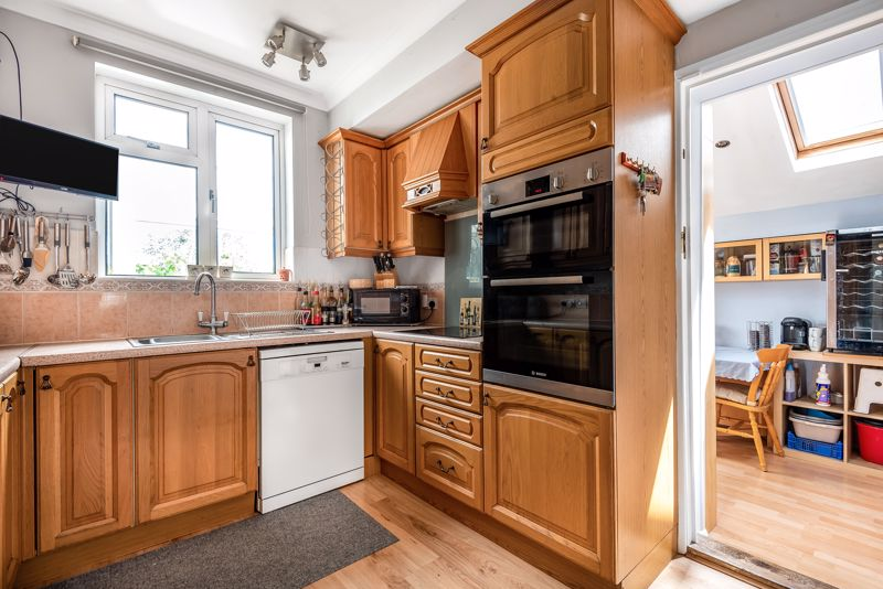 4 bedroom semi detached house SSTC in Carshalton Beeches - Photo 17.