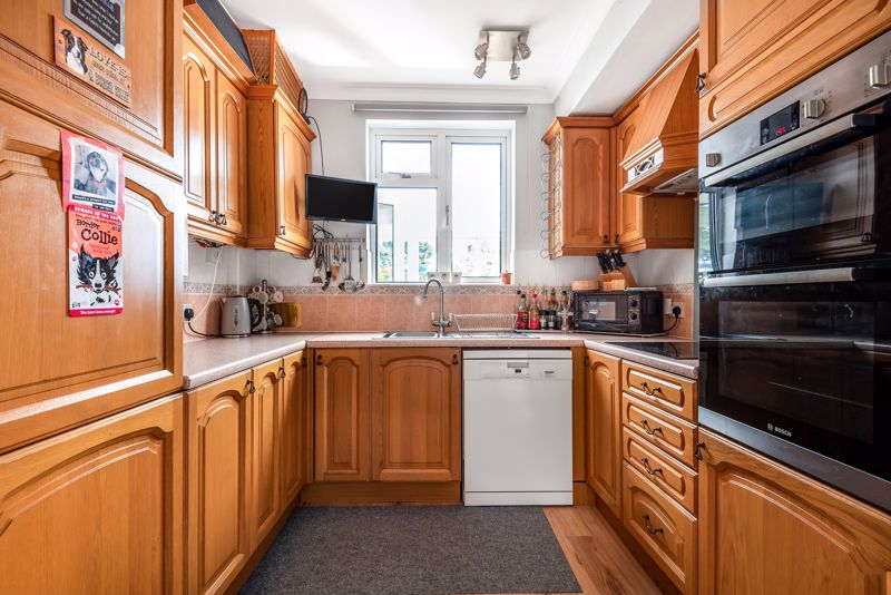 4 bedroom semi detached house SSTC in Carshalton Beeches - Photo 5.