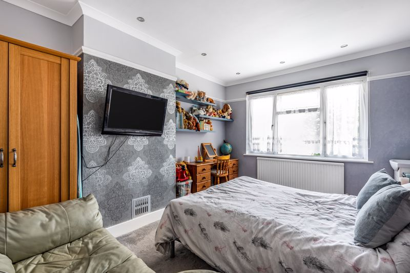 4 bedroom semi detached house SSTC in Carshalton Beeches - Photo 6.