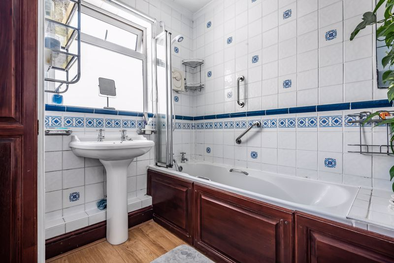 4 bedroom semi detached house SSTC in Carshalton Beeches - Photo 7.