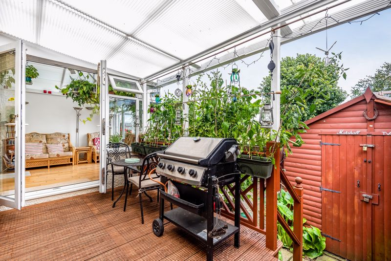 4 bedroom semi detached house SSTC in Carshalton Beeches - Photo 8.