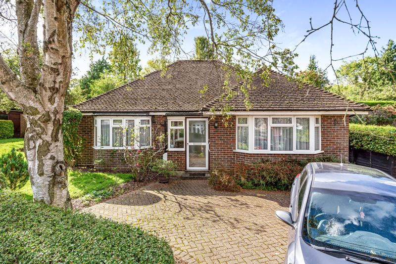 3 bedroom detached bungalow SSTC in South Sutton - Photo 1.