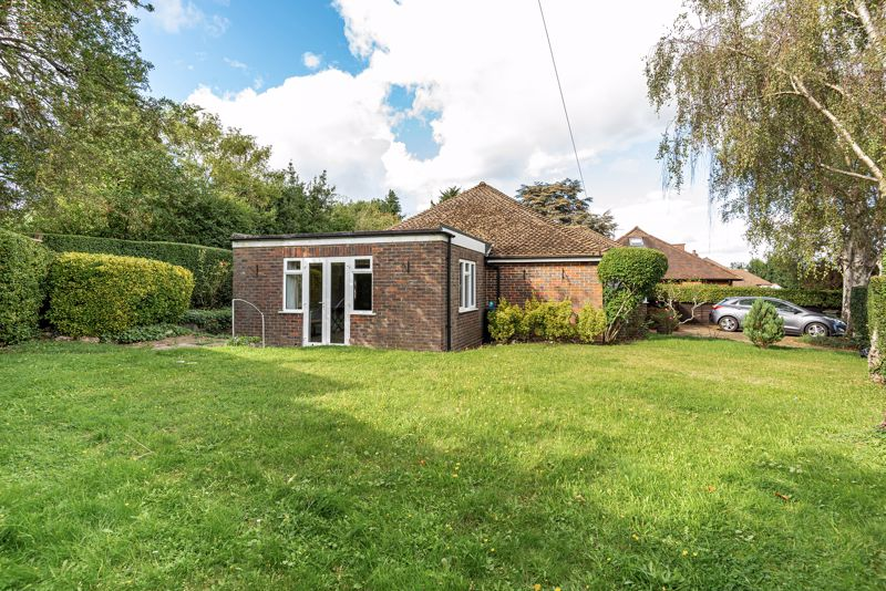 3 bedroom detached bungalow SSTC in South Sutton - Photo 9.