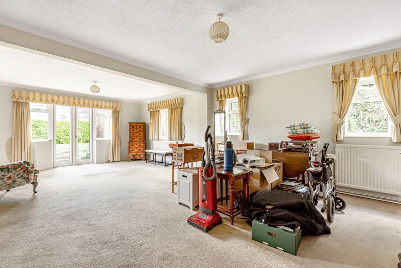 3 bedroom detached bungalow SSTC in South Sutton - Photo 12.