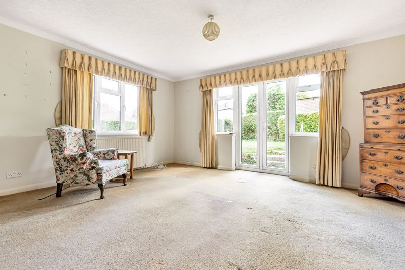 3 bedroom detached bungalow SSTC in South Sutton - Photo 2.