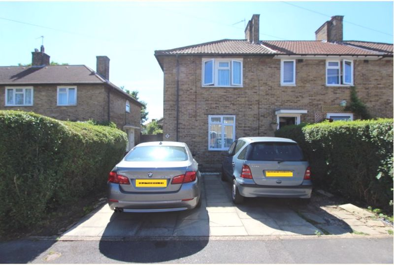 4 bedroom end terrace house For Sale in Carshalton - Photo 1.