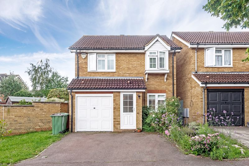 3 bedroom detached house SSTC in Carshalton - Photo 1.