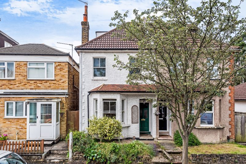 4 bedroom semi detached house For Sale in Carshalton Beeches - Photo 1.