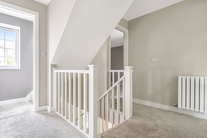 5 bedroom detached house SSTC in Carshalton Beeches - Photo 12.