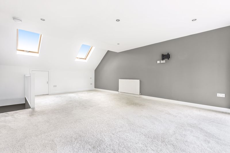 5 bedroom detached house SSTC in Carshalton Beeches - Photo 14.