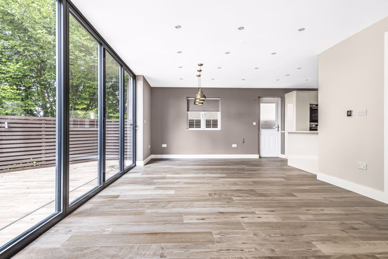 5 bedroom detached house SSTC in Carshalton Beeches - Photo 3.