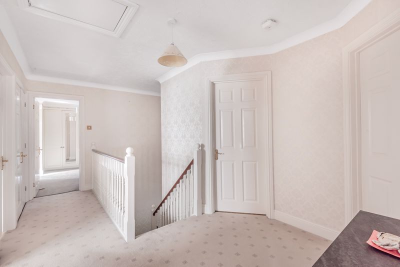 5 bedroom detached house SSTC in Carshalton - Photo 13.