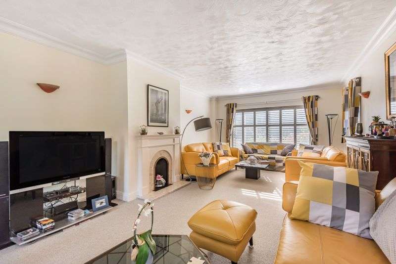 5 bedroom detached house SSTC in Carshalton - Photo 3.