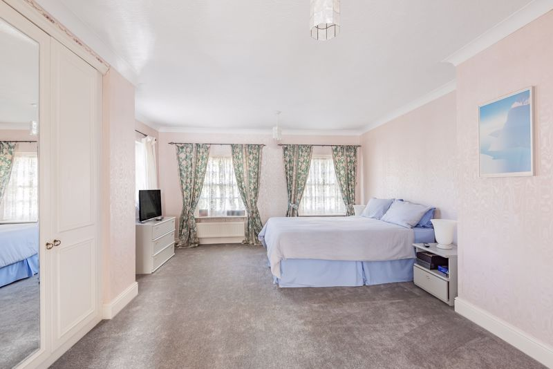 5 bedroom detached house SSTC in Carshalton - Photo 7.