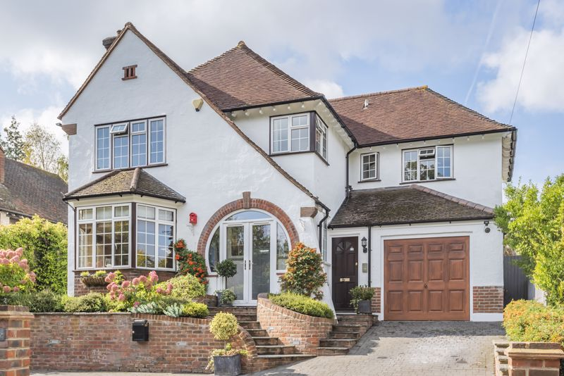 6 bedroom detached house SSTC in Carshalton Beeches - Photo 1.