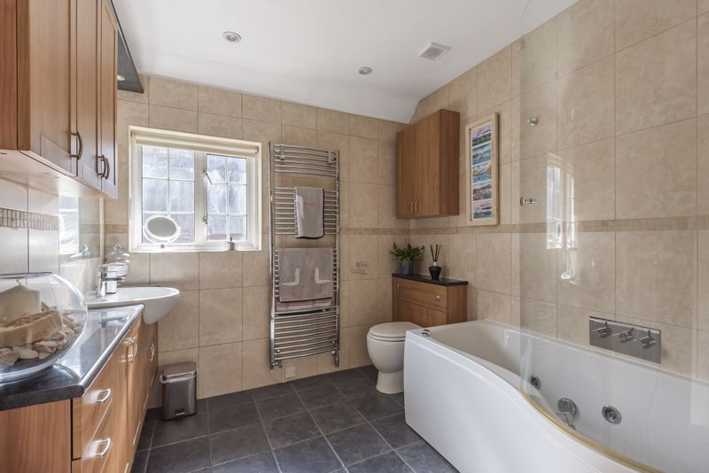 6 bedroom detached house SSTC in Carshalton Beeches - Photo 12.
