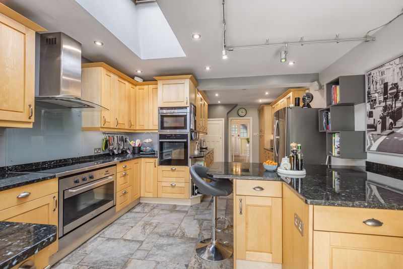 6 bedroom detached house SSTC in Carshalton Beeches - Photo 13.