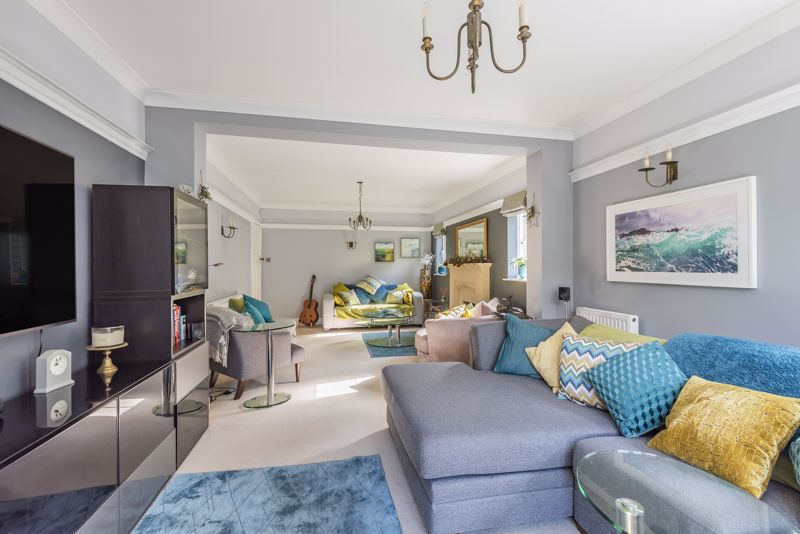 6 bedroom detached house SSTC in Carshalton Beeches - Photo 3.