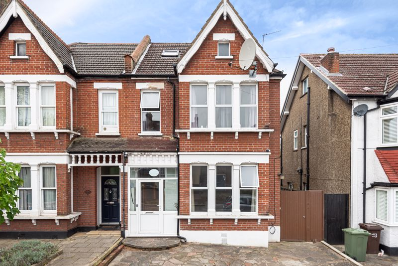 4 bedroom semi detached house For Sale in Wallington - Photo 1.