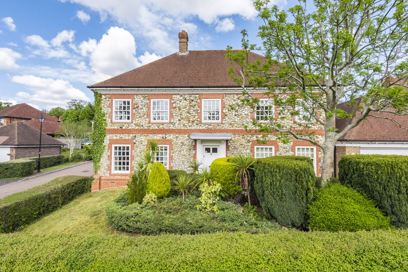 5 bedroom detached house SSTC in Carshalton Beeches - Photo 10.