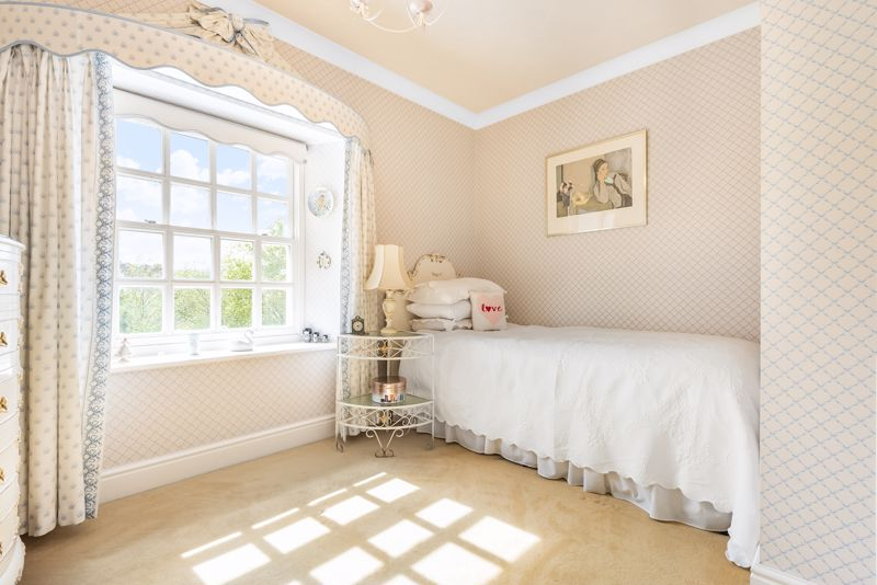 5 bedroom detached house SSTC in Carshalton Beeches - Photo 16.