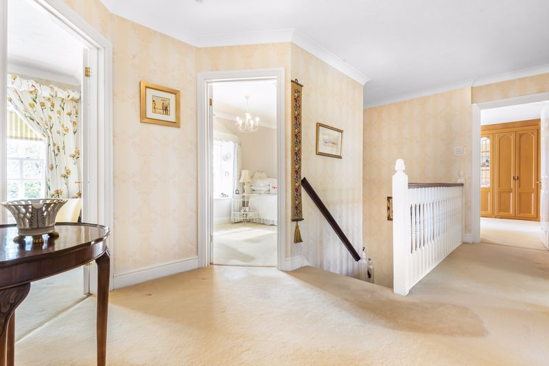 5 bedroom detached house SSTC in Carshalton Beeches - Photo 17.