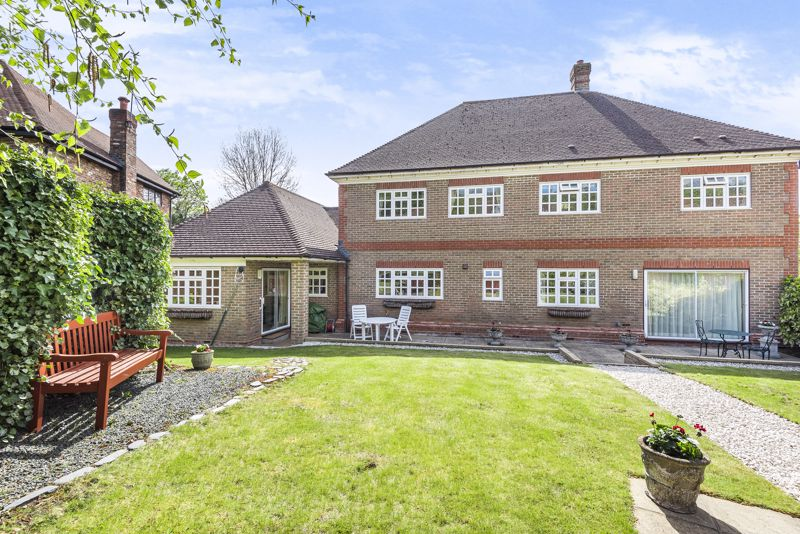 5 bedroom detached house SSTC in Carshalton Beeches - Photo 21.