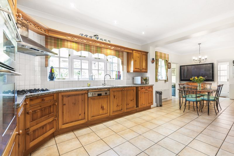 5 bedroom detached house SSTC in Carshalton Beeches - Photo 5.