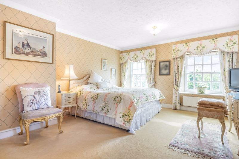 5 bedroom detached house SSTC in Carshalton Beeches - Photo 6.