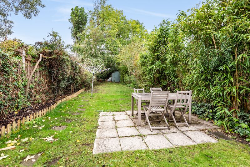 5 bedroom semi detached house For Sale in Sutton - Photo 10.
