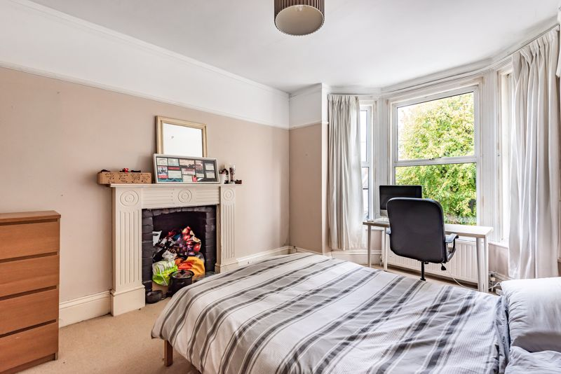 5 bedroom semi detached house For Sale in Sutton - Photo 7.
