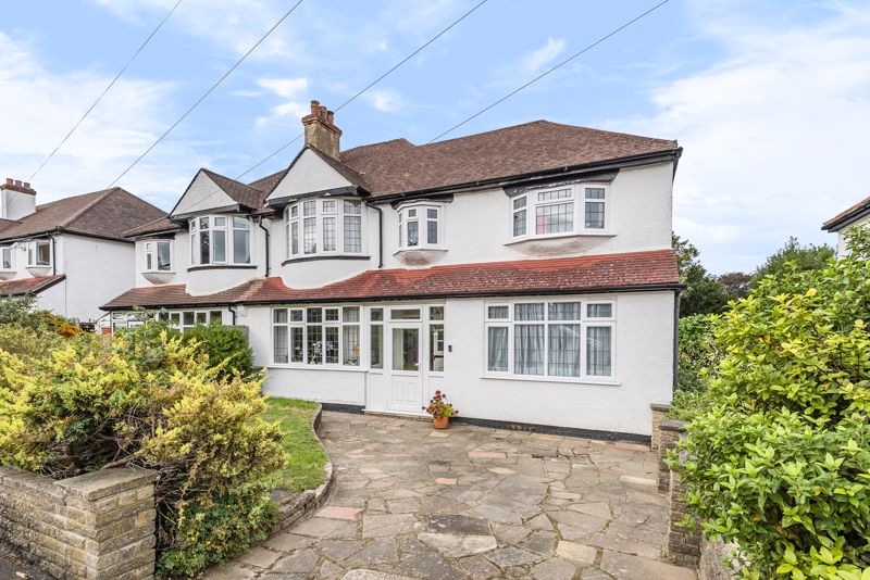 5 bedroom semi detached house For Sale in Carshalton Beeches - Photo 1.