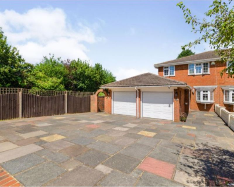 3 bedroom end terrace house For Sale in South Sutton - Photo 12.