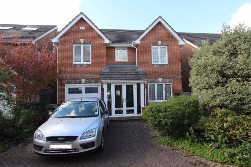 4 bedroom detached house For Sale in Carshalton - Photo 17.
