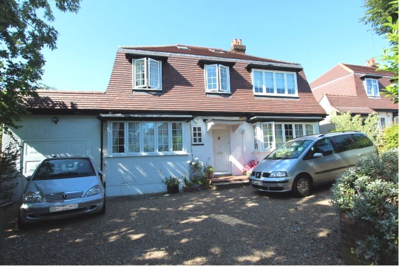 6 bedroom detached house For Sale in Carshalton - Photo 1.