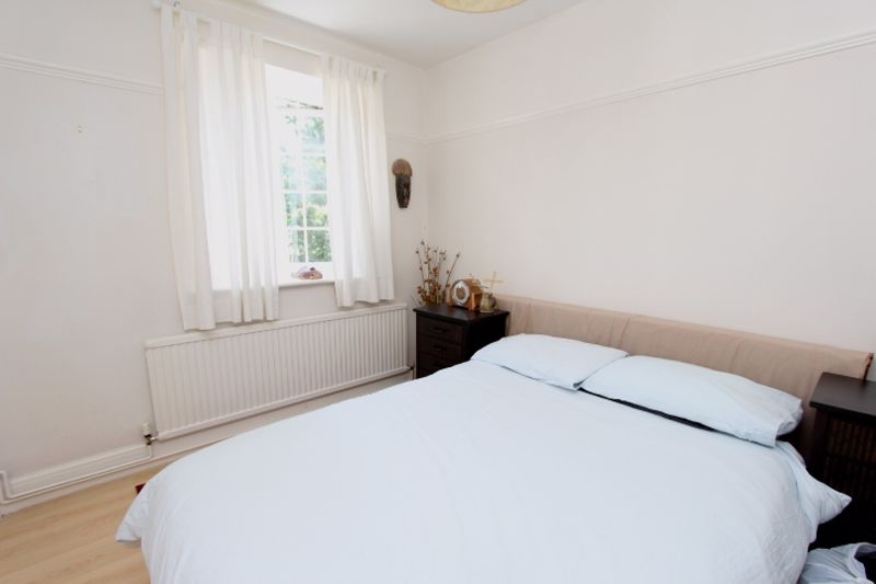 6 bedroom detached house For Sale in Carshalton - Photo 5.