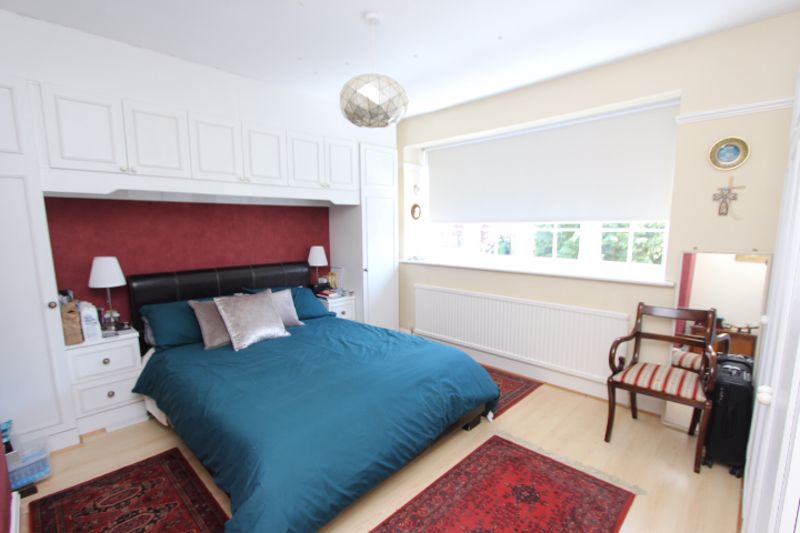 6 bedroom detached house For Sale in Carshalton - Photo 6.