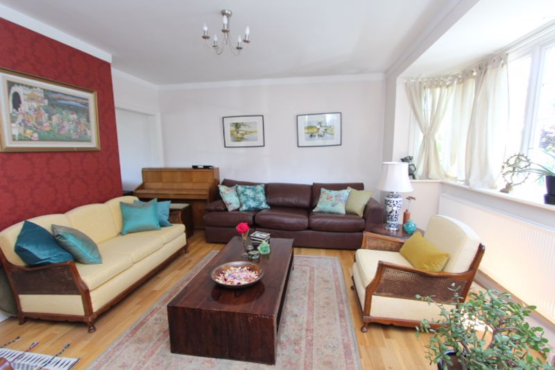 6 bedroom detached house For Sale in Carshalton - Photo 10.