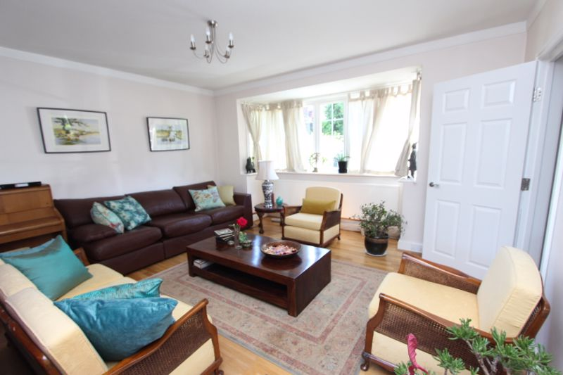 6 bedroom detached house For Sale in Carshalton - Photo 11.