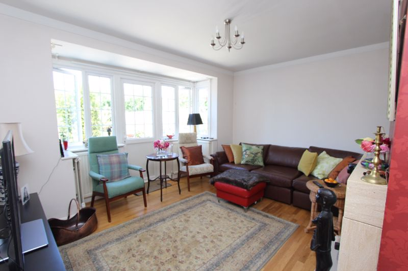 6 bedroom detached house For Sale in Carshalton - Photo 12.