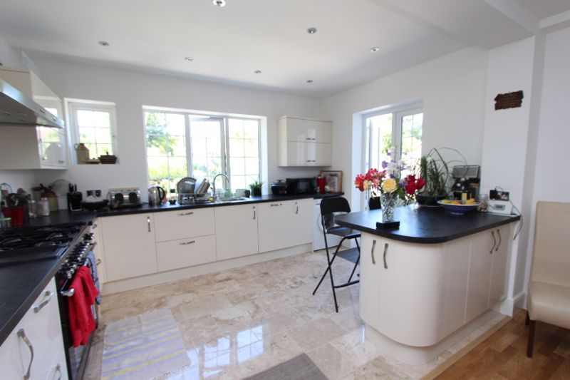 6 bedroom detached house For Sale in Carshalton - Photo 15.