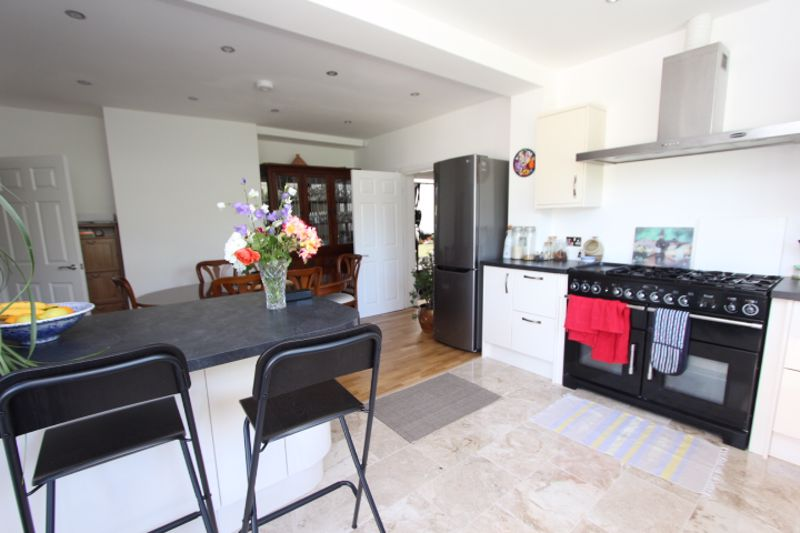 6 bedroom detached house For Sale in Carshalton - Photo 16.